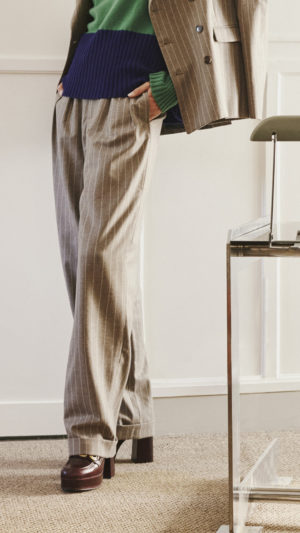 DADA-Diane-Ducasse-AH21-costume-jules-jim-flanelle-gris-beige-rayure-pullover-maille-2b