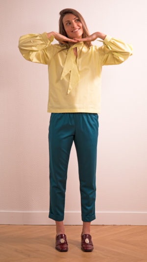 DADA-DIANE-DUCASSE-blouse-bandana-coton-jaune-pantalon-slim-elastique-flanelle-bleu-petrole-1