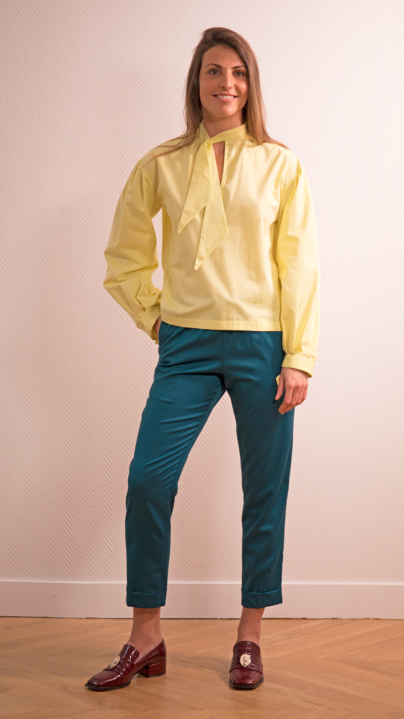 DADA-DIANE-DUCASSE-blouse-bandana-coton-jaune-pantalon-slim-elastique-flanelle-bleu-petrole-2