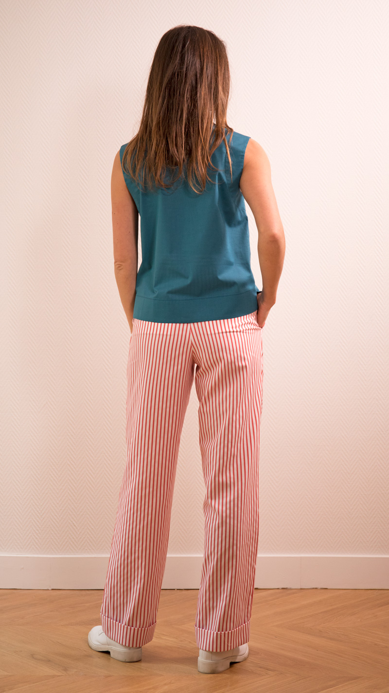 DADA-DIANE-DUCASSE-top-debardeur-bleu-canard-pantalon-droit-jules-coton-popeline-rayure-orange-dos