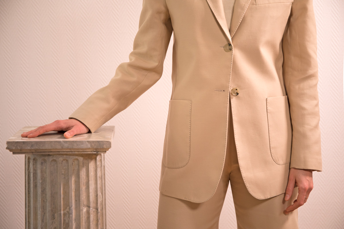 DADA-DIANE-DUCASSE-veste-tailleur-gala-coton-soie-beige-detail-4-story
